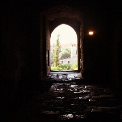 Ach Cha'bi (rahimahou Allah): Celui qui fuit les assises de son quartier (pour aller chez les savants) a augmenté et purifié ses actes [Al Hilyah 4/315]