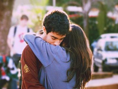 """"""" L'amour est comme une blessure à la tête. Ça donne le vertige, on croit qu'on va mourir mais on finit par guérir en principe."""""""