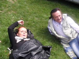 Laurie et papa qui font la sieste MDR