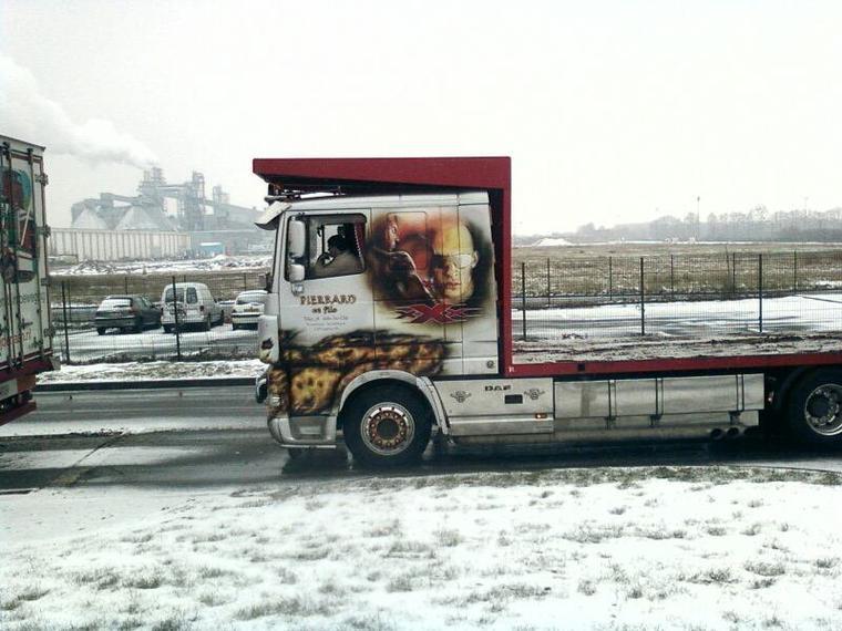 Les camions que mon pere a vus sur le chemin