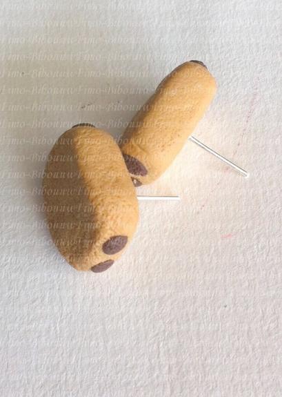 Boucle d'oreille pain au chocolat