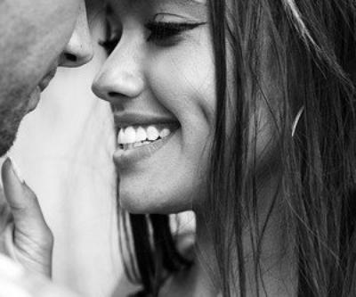 Avant quand j'entendais ton nom, je souriait, Maintenant, je retiens mes larmes.