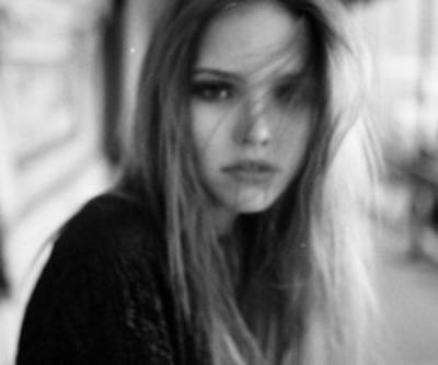 Tout le monde te remarques quand tu ris, Mais jamais personnes ne voit tes pleures..