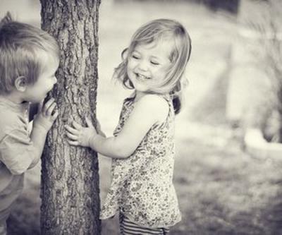 Quand vous êtes triste, Rigoler la journée, en compagnie de ses amies, ne veut pas dire que vous n'êtes pas touchée, cela veut juste dire que vous avez des. amies géniale qui savent vous faire rire n'importe quand, dans n'importe qu'elle circonstances.