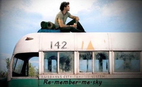 """""""Et dans un dernier souffle, je comprends tout : que le temps n'existe pas, que la vie est notre seul bien, qu'il ne faut pas la mépriser, que nous sommes tous liés, et que l'essentiel nous échappera toujours."""" Guillaume Musso"""
