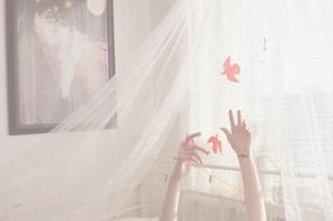 - Tant qu'on rêve encore, que nos yeux s'étonnent encore, rien n'est perdu. -