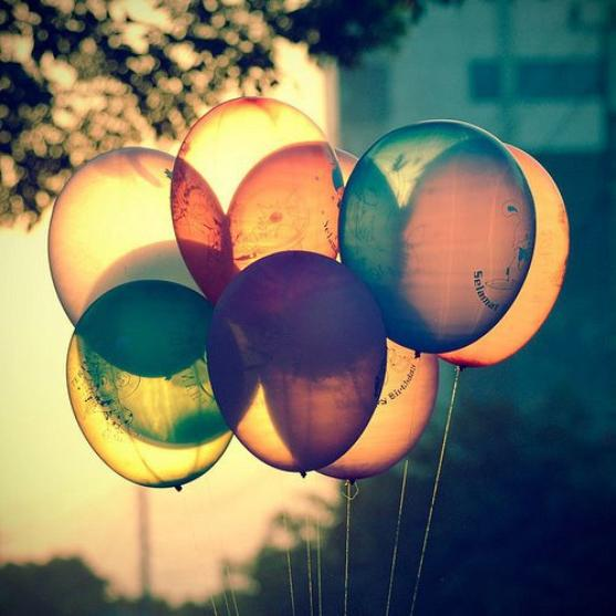 - Je cours, je vole, je vis. Libre, J'oublie la raison et l'ordinaire. J'ose. Les folies sont les seules choses qu'on n'oublie jamais. -