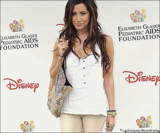 """Le dimanche 12 juin Ashley était au a la 22ème des """"Héros de Disney"""" a Los-Angeles"""