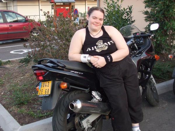 charlotte sur sa moto