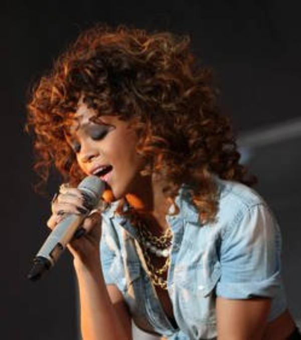 Rihanna : Elle veut fêter Nouvel An avec des strip-teaseurs
