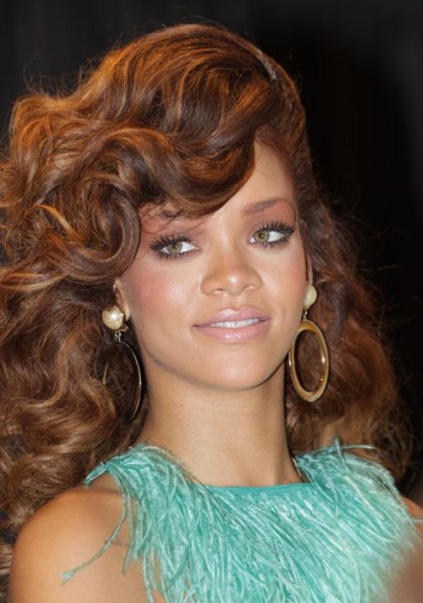 Rihanna insulte une fan sur Twitter