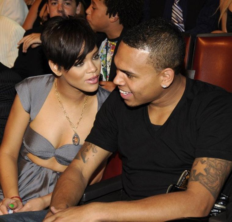 Rihanna et Chris Brown se croisent dans un club de LA, mais s'ignorent