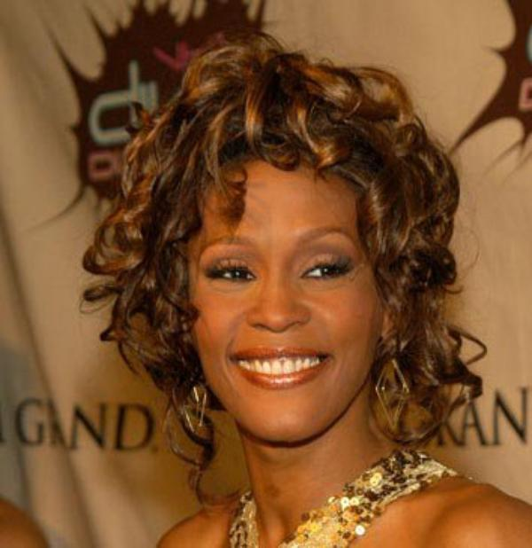 Mariah Carey, Rihanna...: hommages à Whitney Houston
