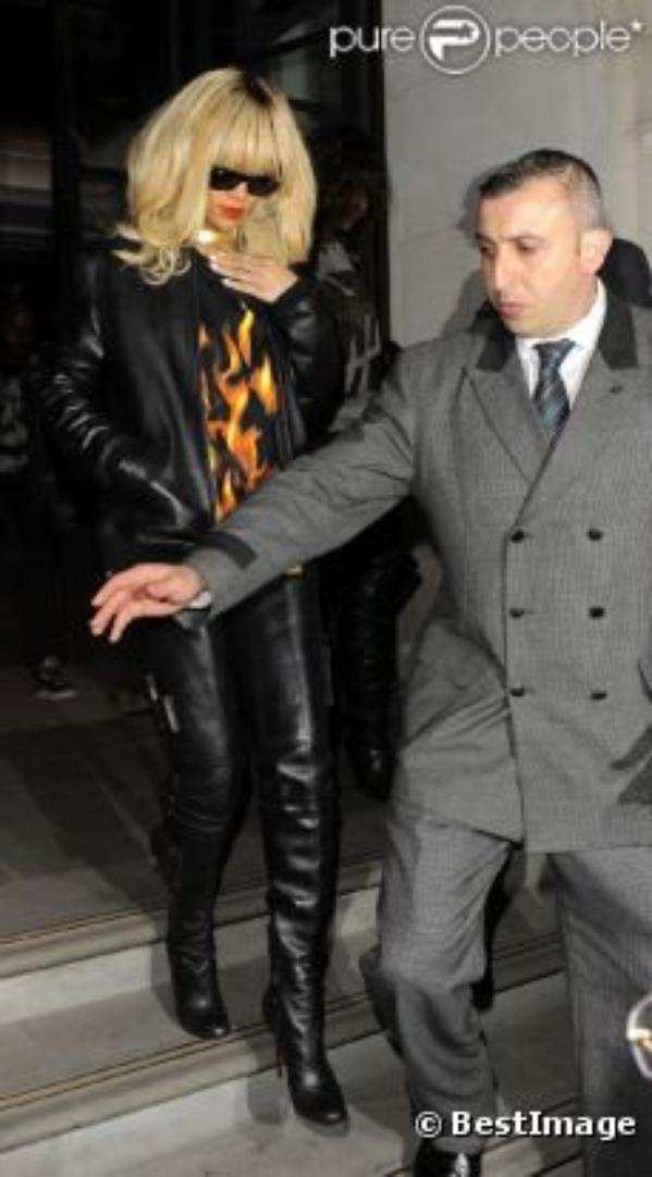 Rihanna : Oublier Ashton Kutcher avant de renouer en live avec Chris Brown ?