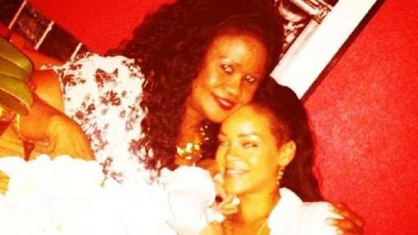 Fini les scandales: Rihanna surveillée de près par sa mère