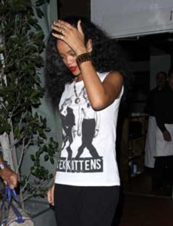 Rihanna dîne en solo au Ristorante di Giorgio Baldi de Santa Monica !