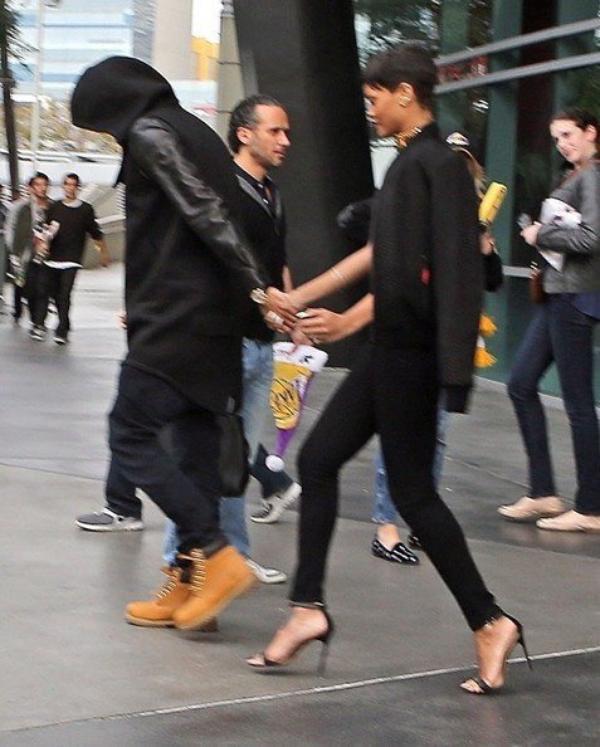Rihanna et Chris Brown : Ils officialisent enfin leur amour au grand jour ! Photos
