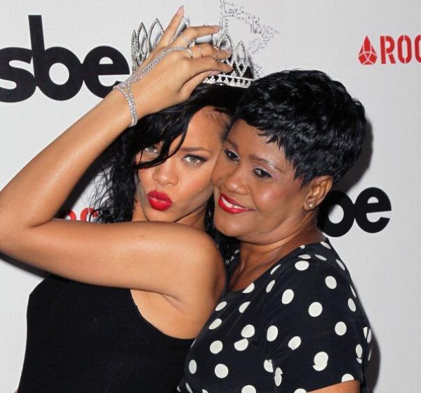 Rihanna : Chris Brown lui offre un cadeau à 750 000 dollars !,