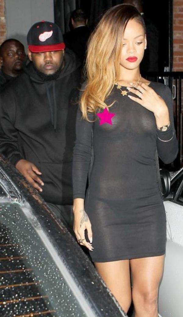 Rihanna : nue sous sa robe transparente !