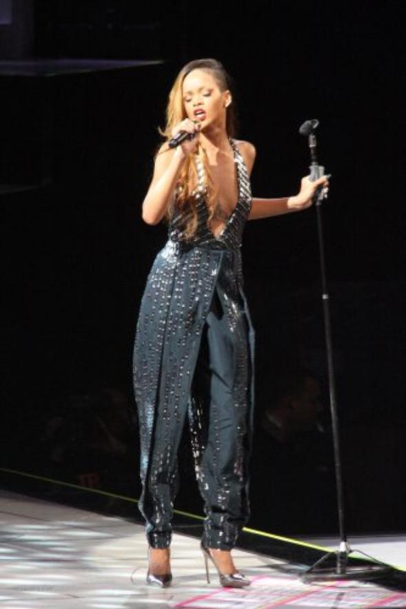 Rihanna : Diamonds World Tour, malade elle annule déjà un concert