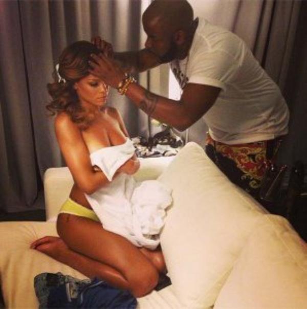 Rihanna recommence à poser topless sur Twitter !