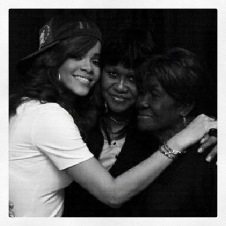 Rihanna rends hommage a sa Grand mere