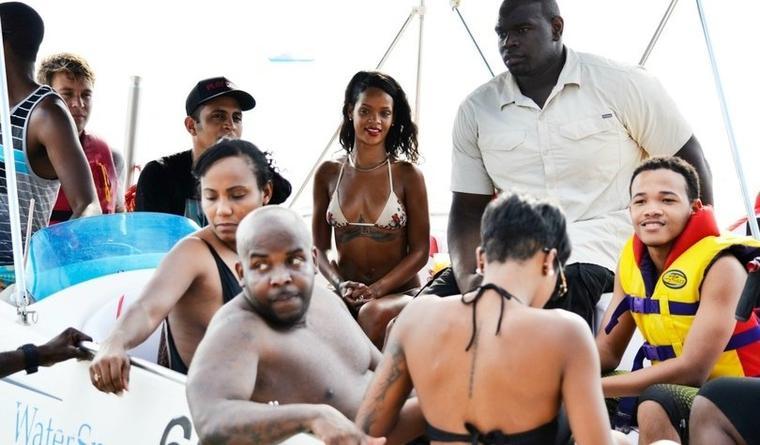 Rihanna s'offre quelques moments de détente à la Barbade