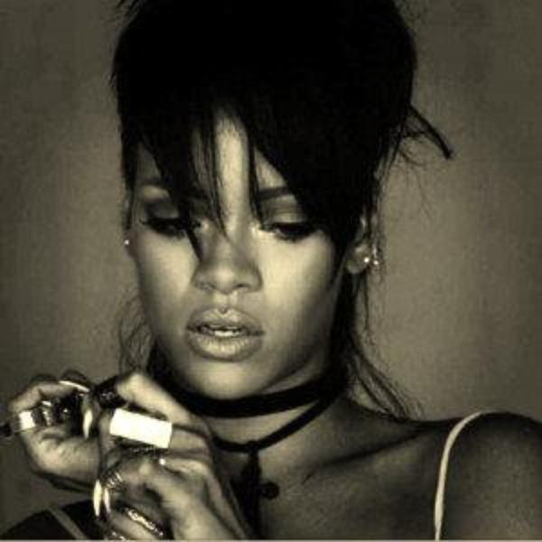 RIHANNA, AMOUREUSE D'UN FOOTBALLEUR AMÉRICAIN ,  Rihanna a brûlé la lettre d'excuses de Chris Brown