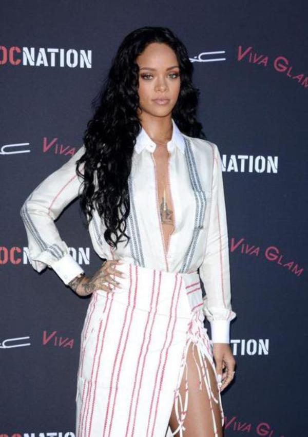 Rihanna et Drake seraient de nouveau en couple  ,Rihanna : toute naturel