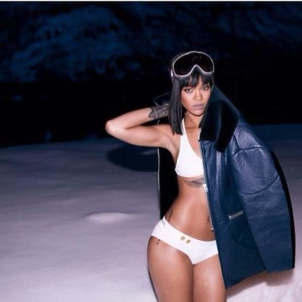 Rihanna célèbre ses 26 ans en bikini dans la neige