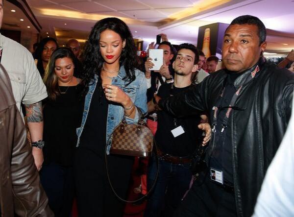 Rihanna débarque au Brésil pour la Finale du Mondial