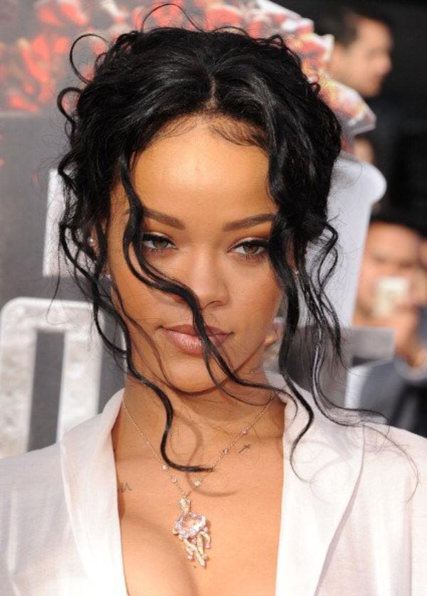 , Vous ne devinerez jamais combien Rihanna dépense par mois pour se faire belle