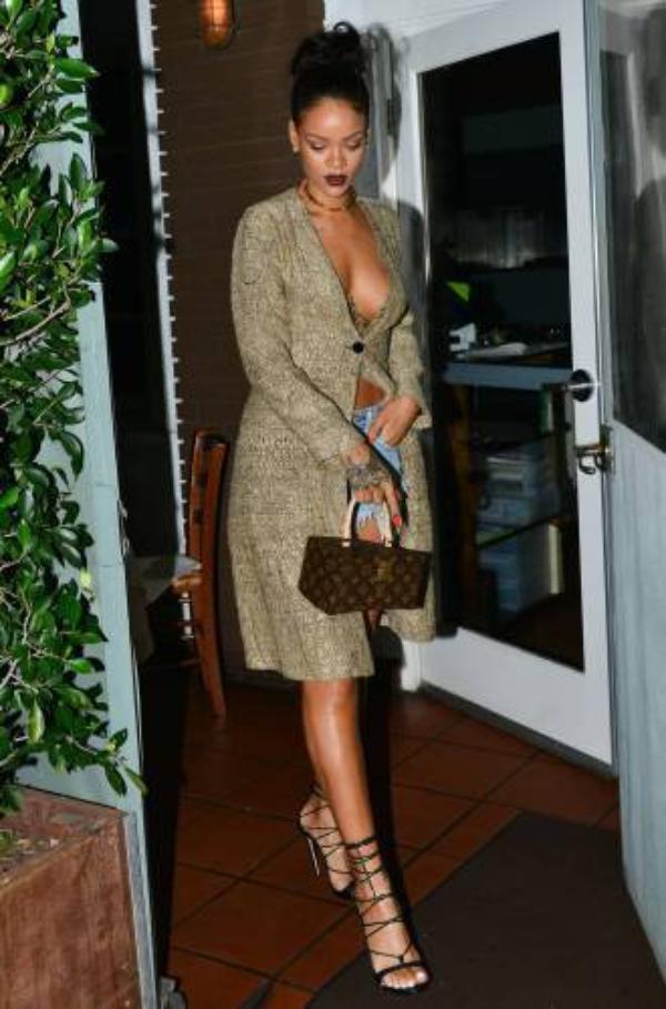 Rihanna : Chris Brown ,Rihanna ultra sexy : La star oublie (encore) de mettre un soutien-gorge