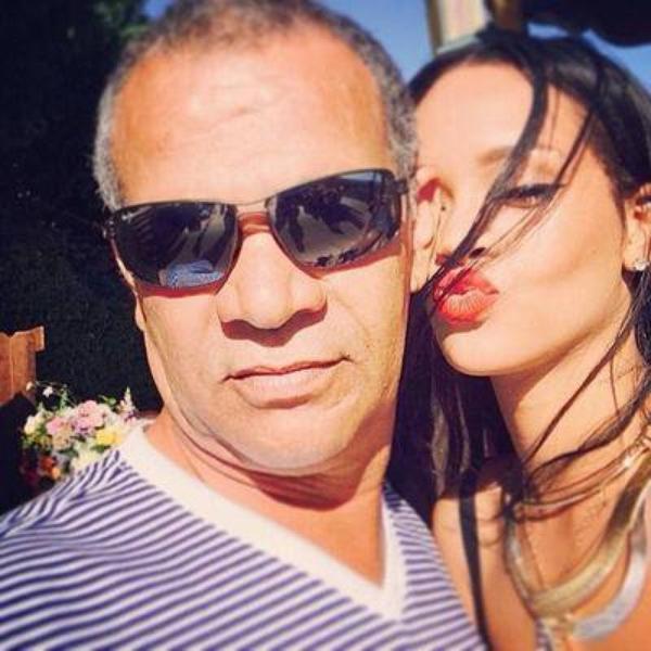 Drake evincé Chris  Brown serai pret a reconquerir  Rihanna  , Rihanna et son père trés soudé