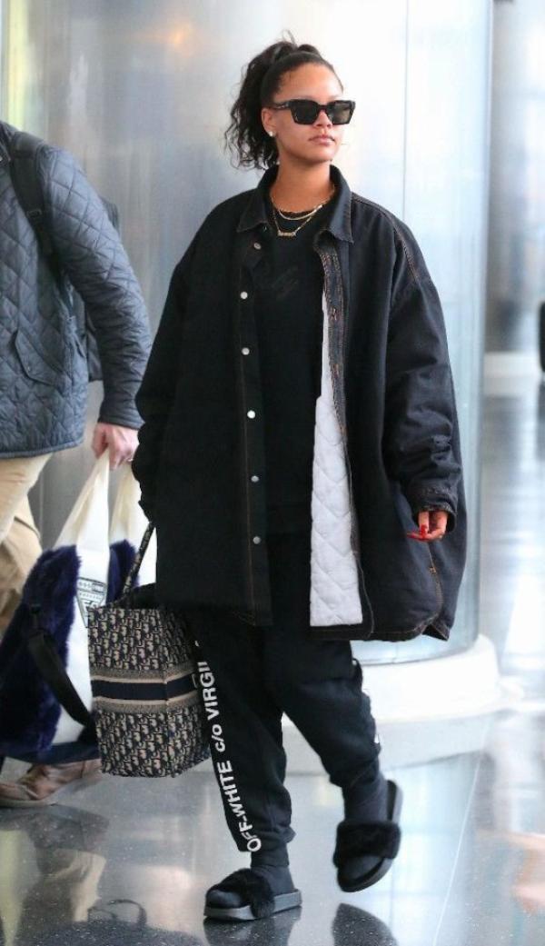Rihanna vetu de noire