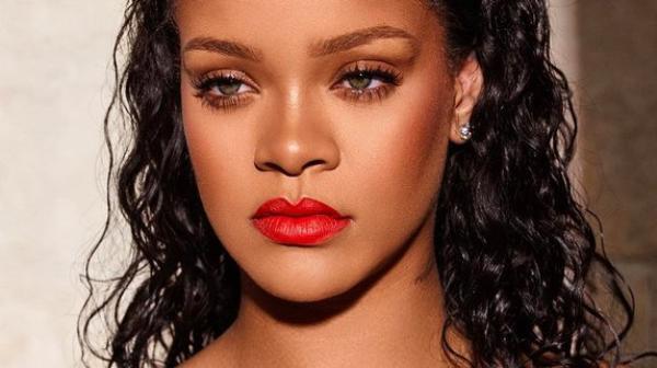 Rihanna s est fait pirater ses morceaux de musique
