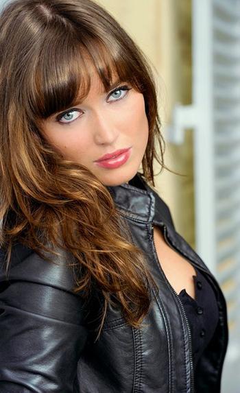 Interview exclusive de la comédienne et chanteuse Elsa Esnoult pour notre blog !