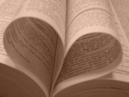 Etouffer un kikoolol avec les pages d'un dictionnaire.