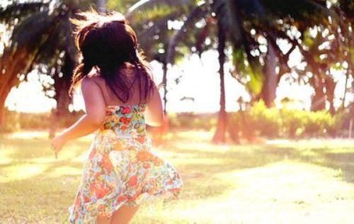♥ Etre fort, c'est rayonner de bonheur quand on est malheureux. C'est essayer de pardonner à quelqu'un qui ne mérite pas le pardon. C'est donner sans retour, C'est rester calme en plein désespoir. C'est être joyeux quand on ne l'est pas. C'est sourire quand on a envie de pleurer. C'est faire rire quand on a le c½ur en morceaux. C'est se taire quand l'idéal serait de crier à toute son angoisse. C'est consoler quand a besoin d'être consolé soi-même…  ♥