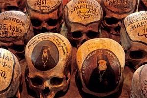 """Dans le Cabinet des Curiosités de Lenore:""""L'Ossuaire du Monastère de Neamt"""""""