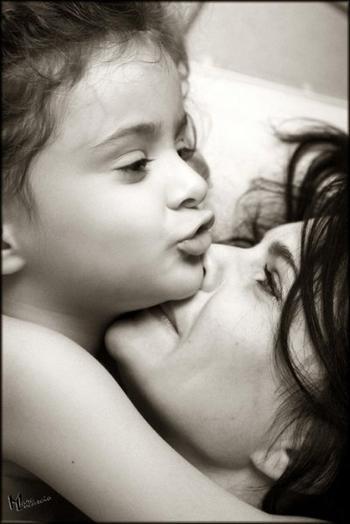 Ma maman est la plus jolie, la plus gentille et c'est celle que j'aime le plus au monde ♥.