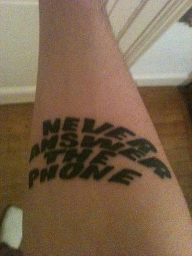 """Tatouage """" Never answer the phone"""""""