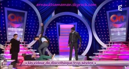 Arnaud Tsamere dans le sketch d'Ahmed Sylla (Un videur de discothèque trop sévère)