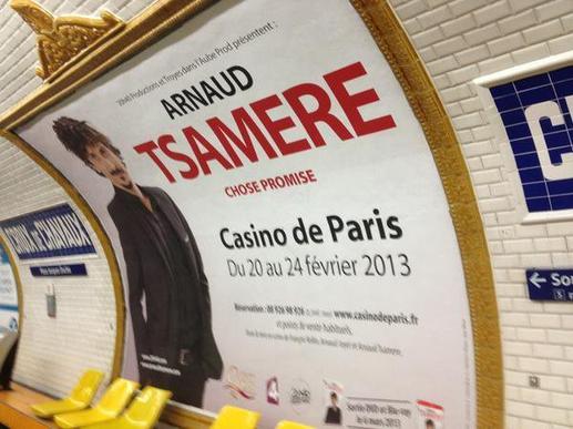 L'affiche du spectacle d'Arnaud Tsamere en grand dans le métro!