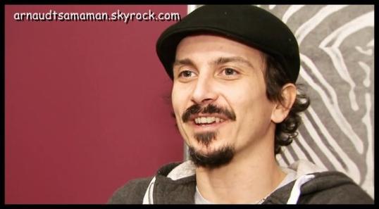 Arnaud Tsamere dans la vidéo de Vérino pour l'Olympia