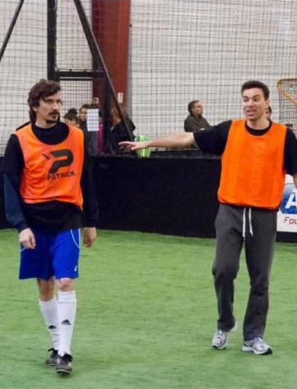 Arnaud Tsamere et Cie jouent au foot pour une association
