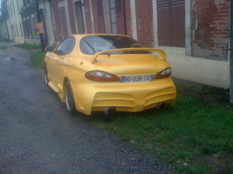Une Hyundai garée tous les matins sur la national de mon village :D