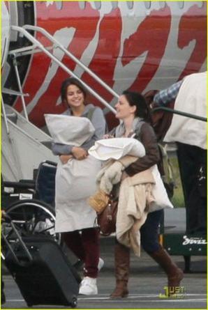 Selena est arrivée à Victoria (Canada) le Jeudi 13 Octobre 2011. TOP ? FLOP ?