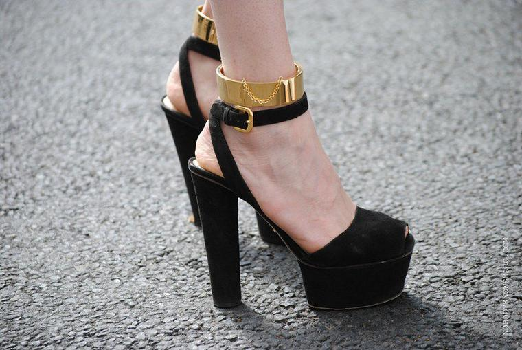 NATALIE FRANZ BLOG : SHE ADORE PRADA SHOES!!!!