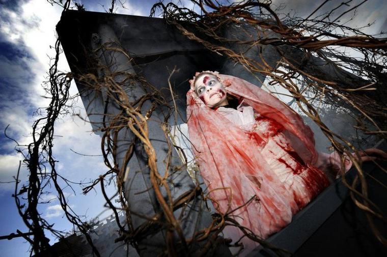 Zombie Cemetery (Zone) Halloween Zombie Attack (Walibi)